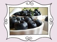 Przepis na Krem z białą czekoladą i cytryną udekorowany wyśmienitą borówką (bez masła)