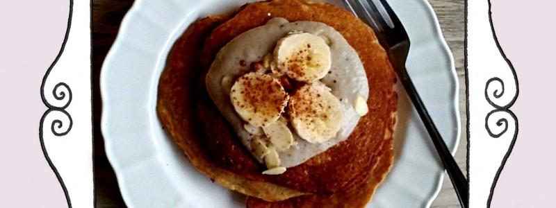 Pancakes jabłkowe i lekkim kremem bananowym